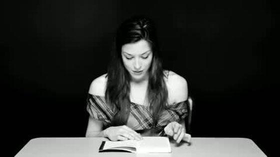 aktorka-porno-czyta-książkę.jpg